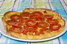 Hojaldre con tomate y mostaza
